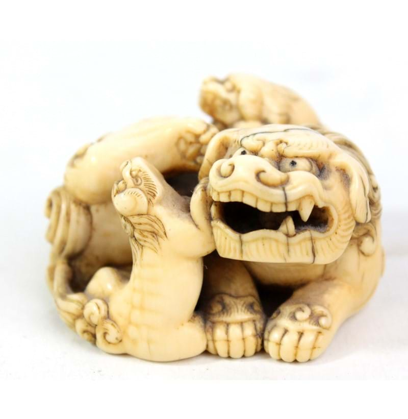 A good Japanese carved ivory netsuke.