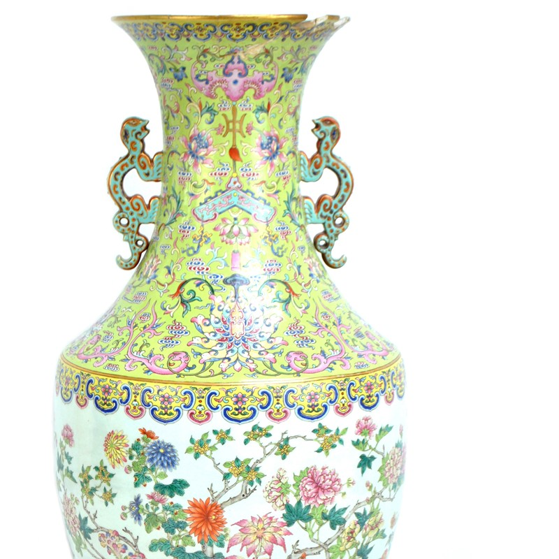 Chinese Imperial vase makes over £100,000 at auction